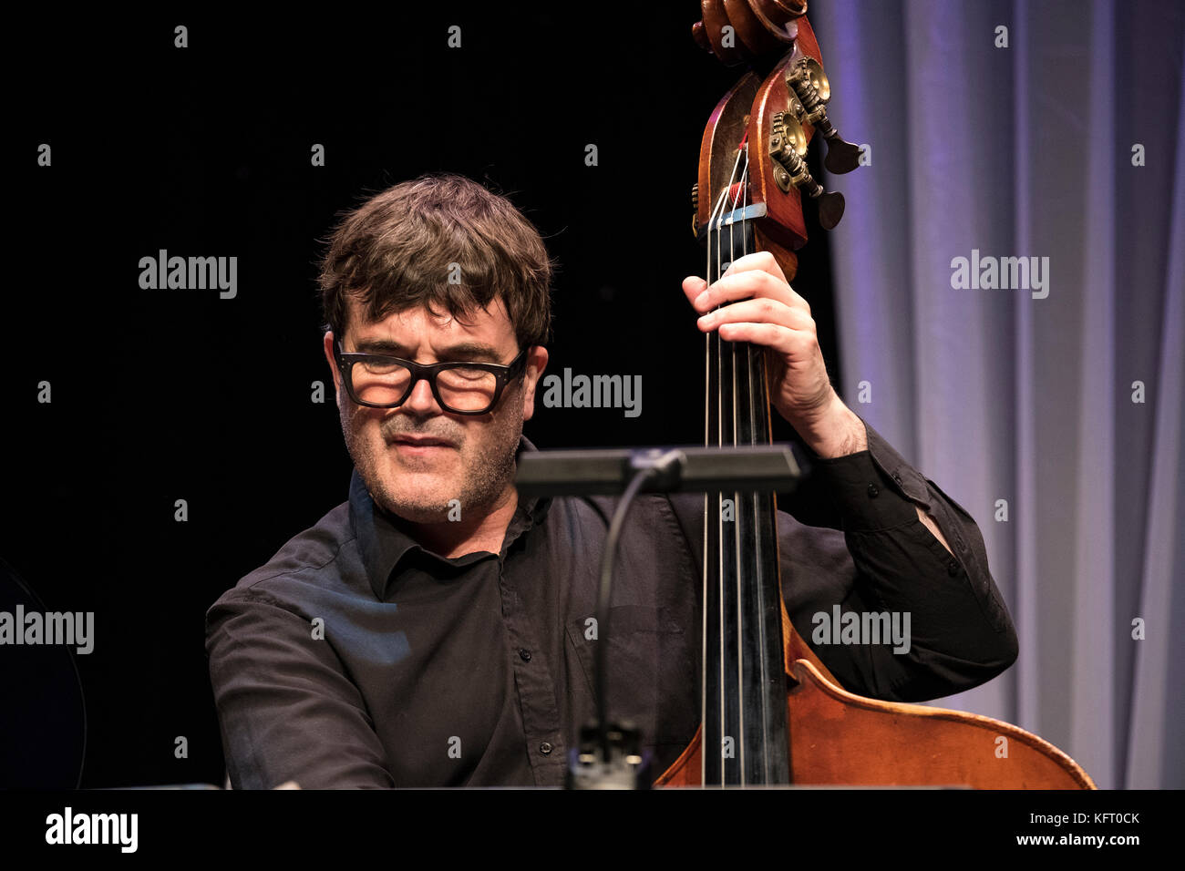 Andrew Cleyndert on bass with Stan Tracey Legacy Band, Scarborough Jazz festival, 2017 Stock Photo