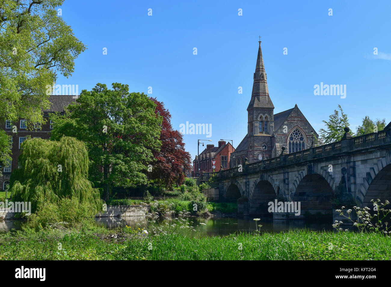 The United Reform Church and English Bridge over the River Severn in Shrewsbury. - Stock Image