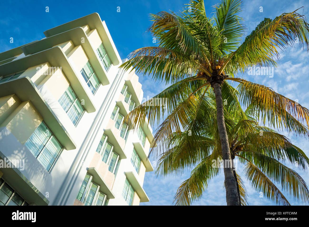 Classic 1930s art-deco era architecture and palm trees on Ocean Drive, Miami Beach. - Stock Image