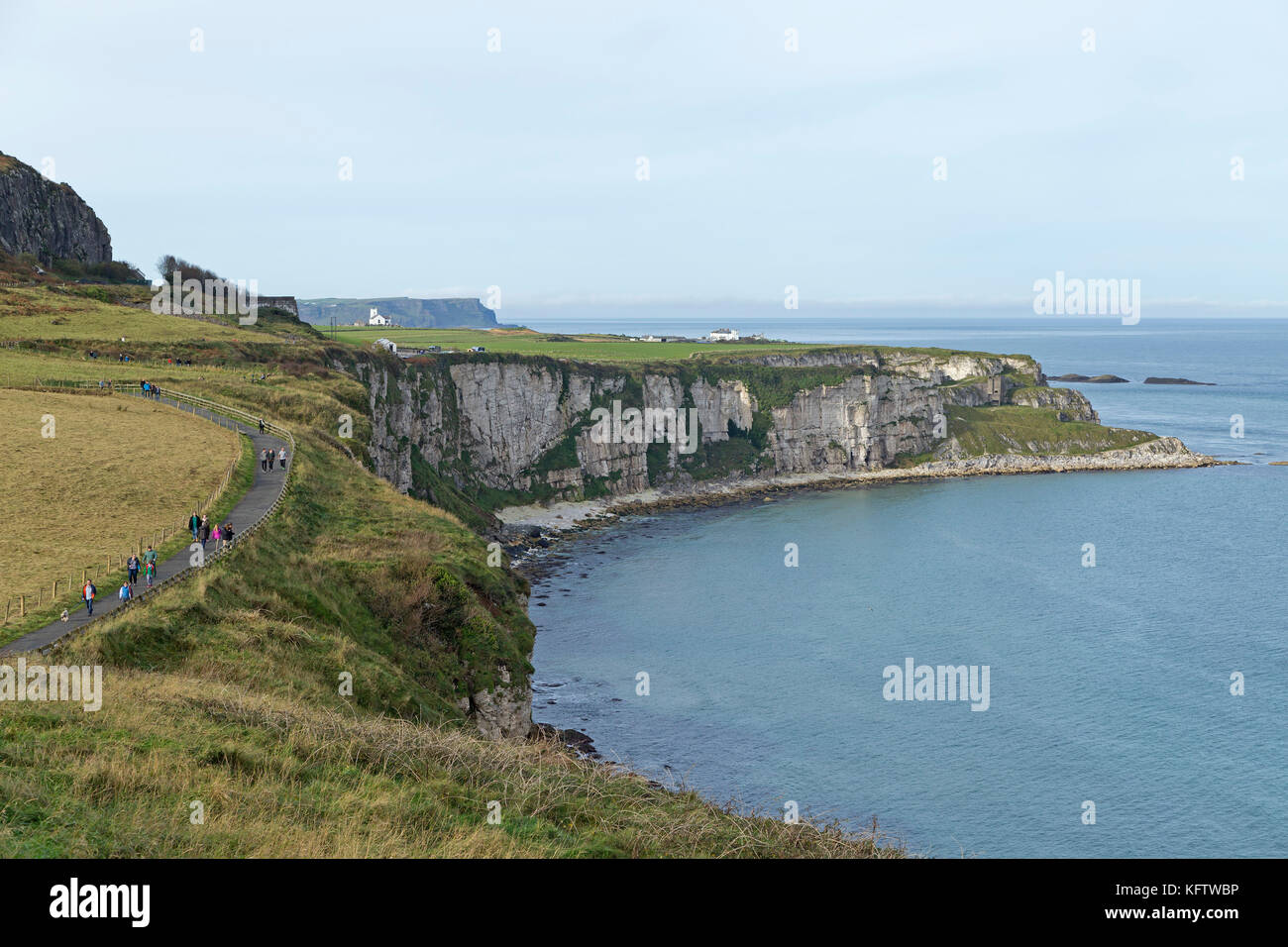 white cliffs on the way to Carrick-a-Rede Rope Bridge, Ballintoy, Co. Antrim, Northern Ireland - Stock Image
