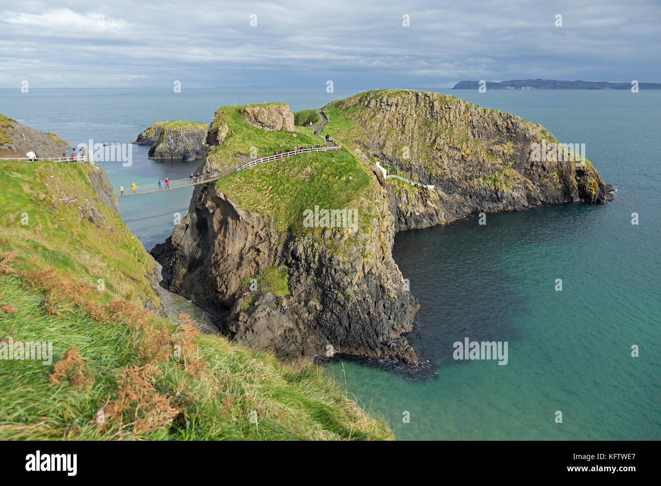 Carrick-a-Rede Rope Bridge, Ballintoy, Co. Antrim, Northern Ireland Stock Photo