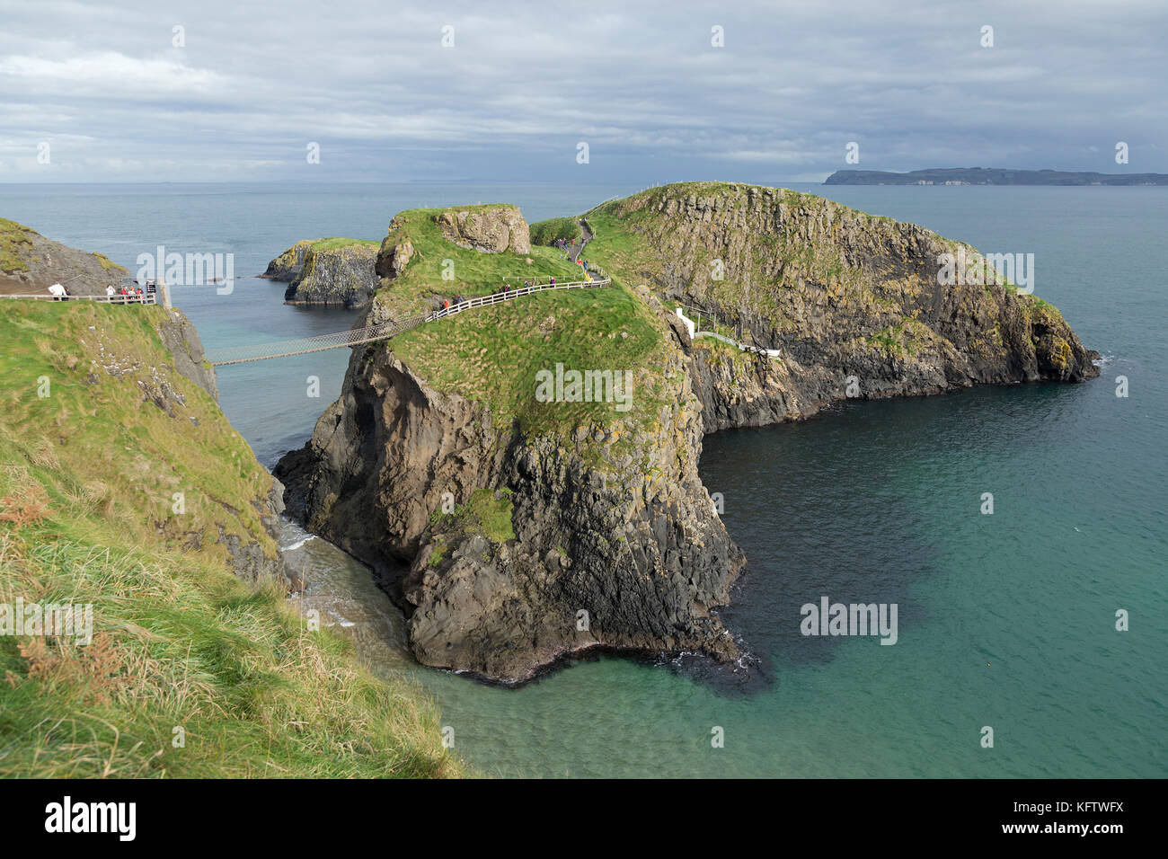 Carrick-a-Rede Rope Bridge, Ballintoy, Co. Antrim, Northern Ireland - Stock Image