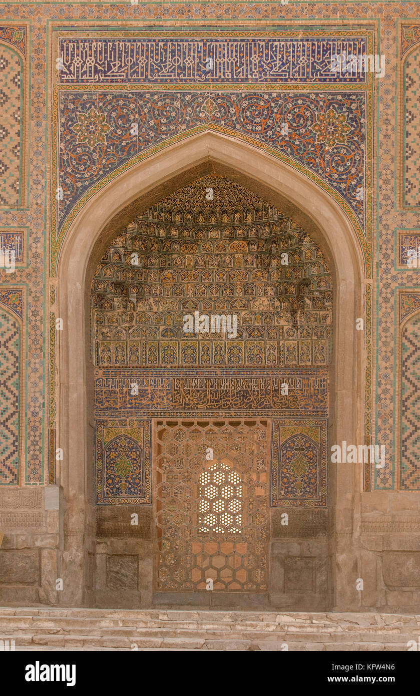 Wall with archway and door with ancient Asian ornament. the details of the architecture of  sc 1 st  Alamy & Architecture East Oriental Islam Door Stock Photos u0026 Architecture ...