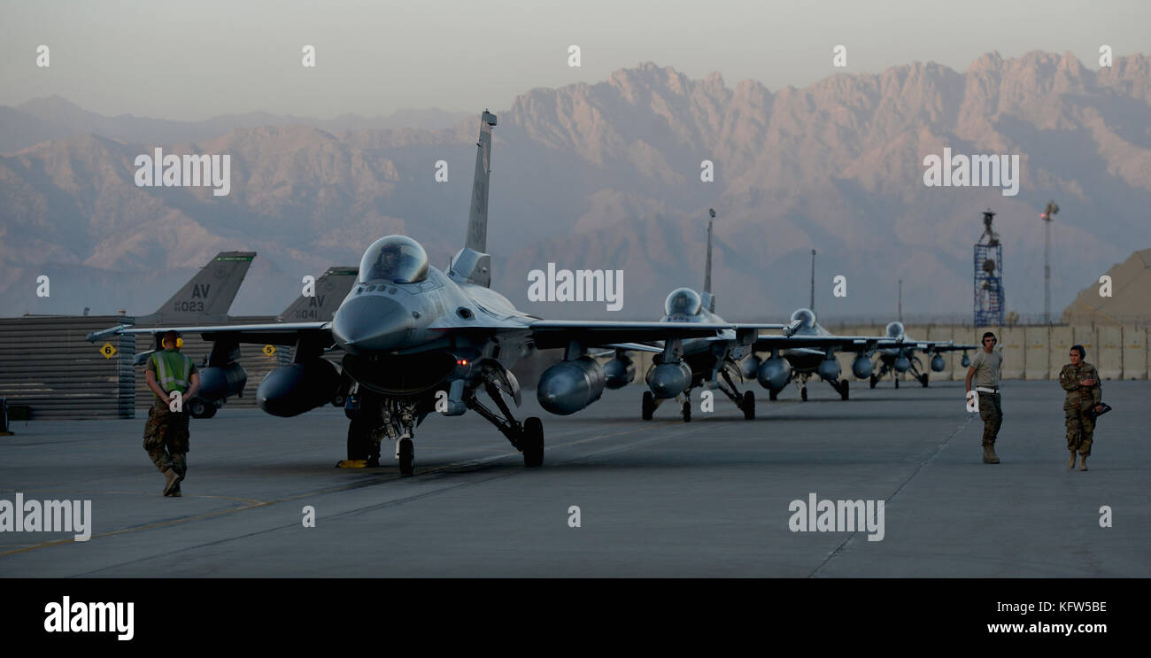 F-16 Fighting Falcon Taxiing Stock Photo