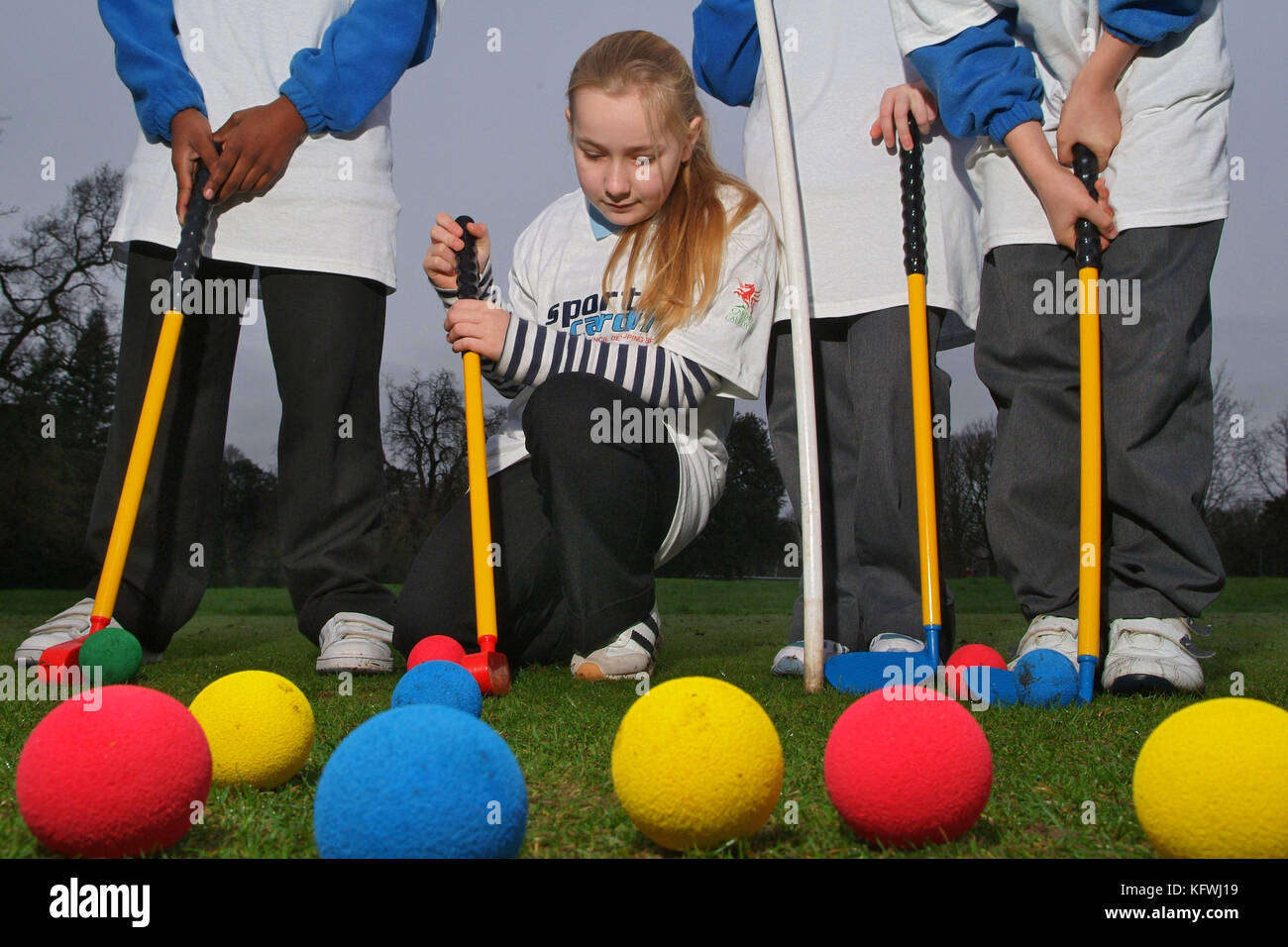 School children playing pitch & putt golf, sponsored by Sport Cardiff - Stock Image