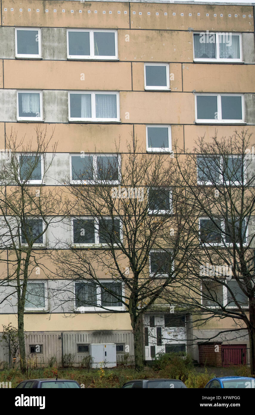 Schwerin, Germany. 31st Oct, 2017. The living block, in which a Syrian was arrested due to terror suspicions, can - Stock Image