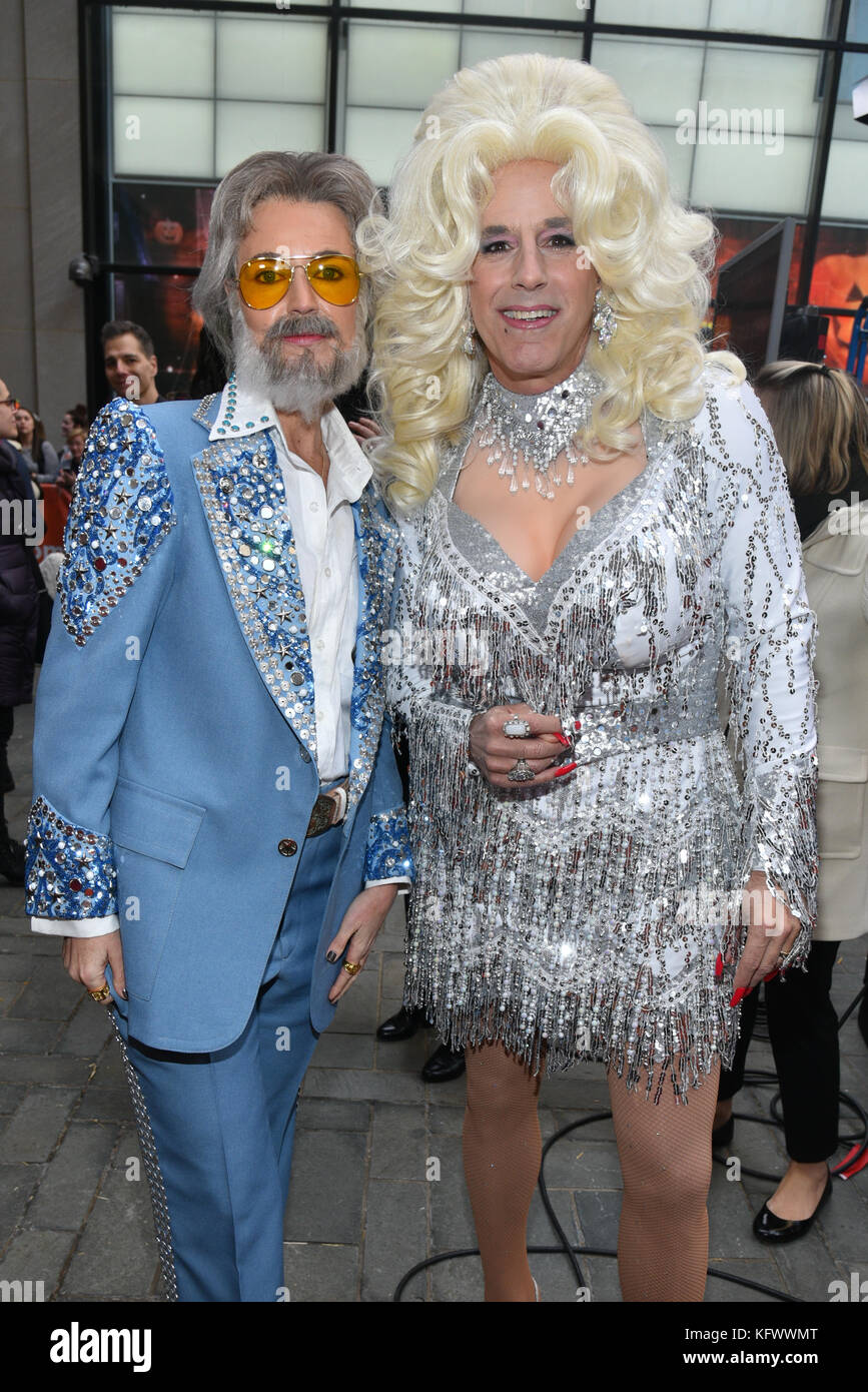 Savannah Guthrie as Kenny Rogers and Matt Lauer as Dolly ...