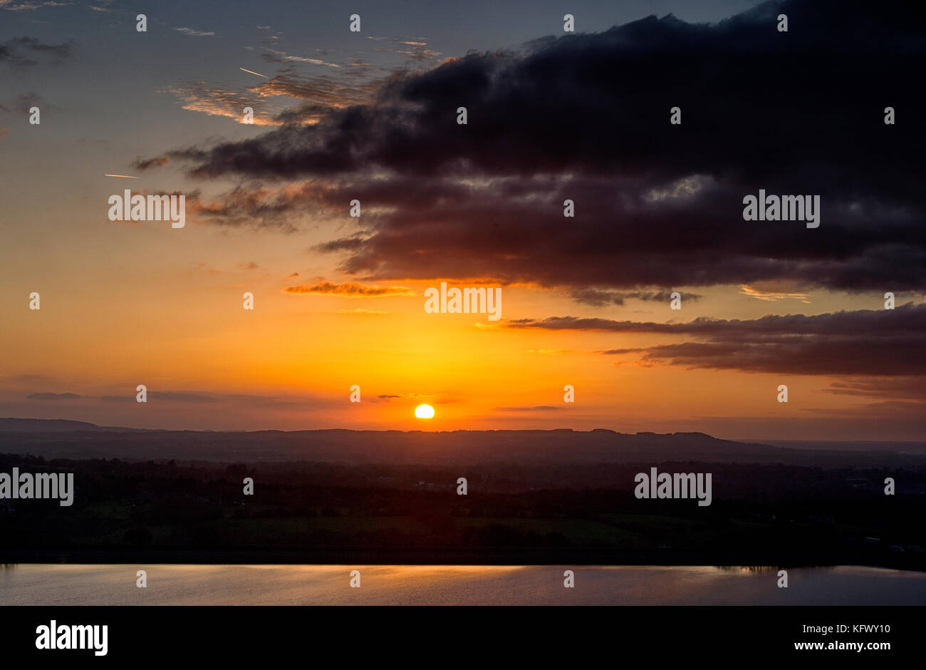 Chorley, Lancashire. 1st Nov, 2017. UK Weather. Golden autumn sunset at the end of the first day of November at - Stock Image