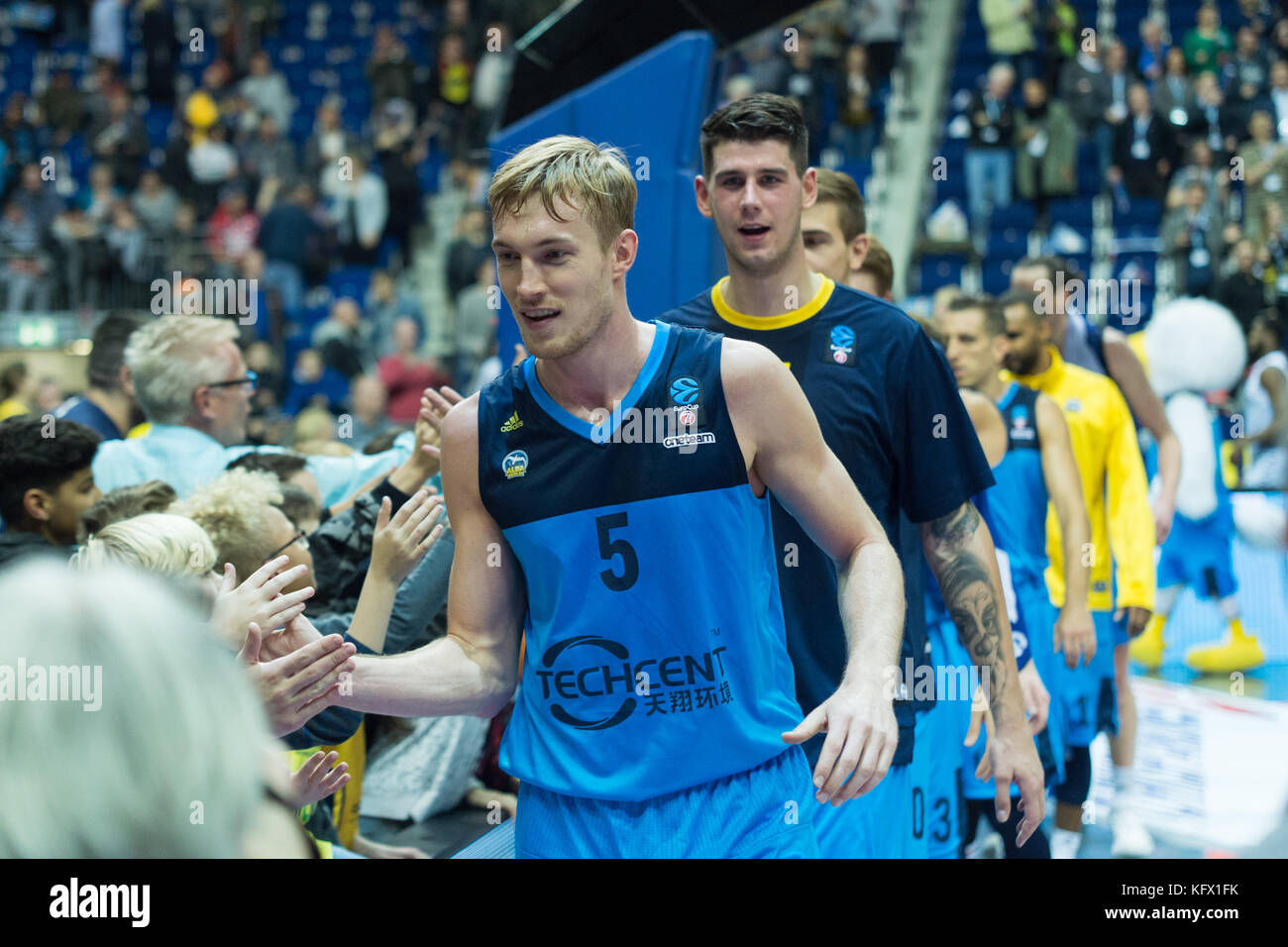 Berlin, Germany. 1st Nov, 2017. With Fans, victory, Niels Giffey (#5, ALBA), GER, Berlin, 01.11.2017, basketball - Stock Image
