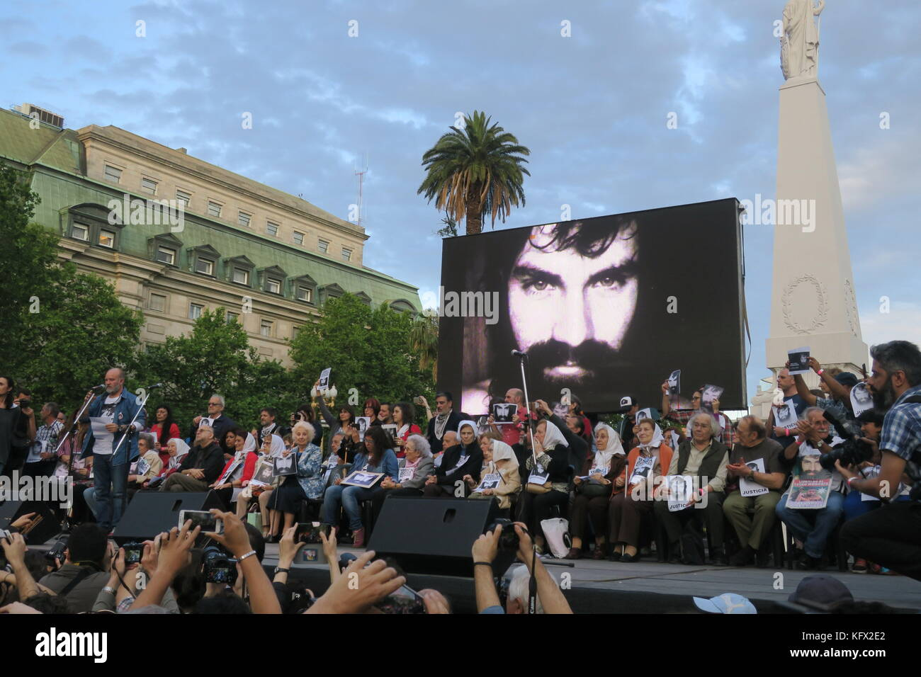 Buenos Aires, Argentina. 02nd Nov, 2017. Sergio Maldonado (L) participates next to Mothers of the Plaza de Mayo - Stock Image