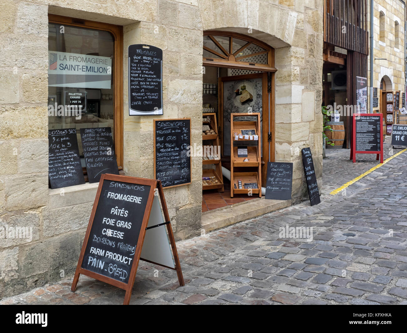 SAINT-ÉMILION, FRANCE:  The pretty Fromagerie (Cheese Shop) in  Porte Bouqueyre Street - Stock Image