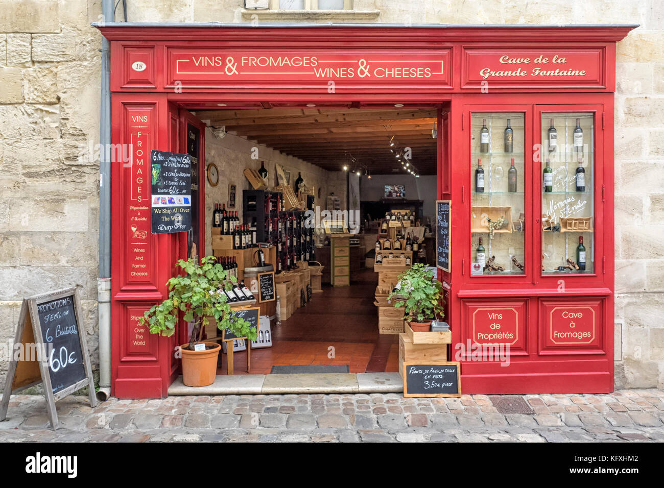 SAINT-ÉMILION, FRANCE:  Pretty shop selling Wine and Cheese in the Town. - Stock Image