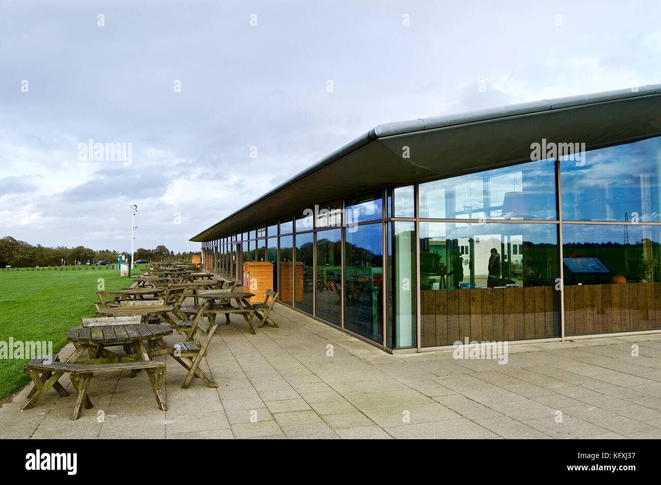 Outdoor tables and chairs at Chiltern Hills Gateway Centre, Dunstable Downs, Bedfordshire, UK - Stock Image