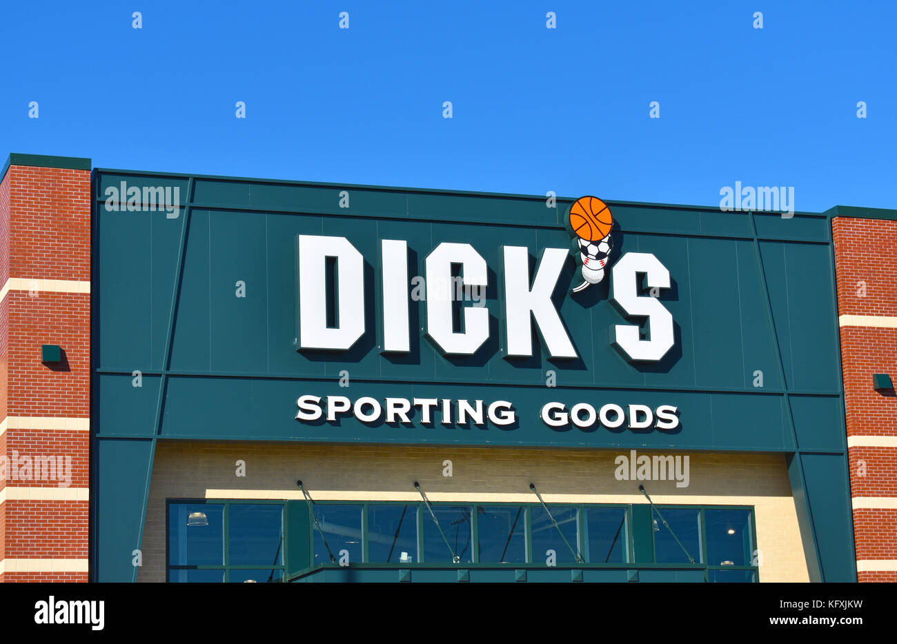 Dick's Sporting Goods store at the Bellis Fair Mall in Bellingham, Washington. - Stock Image