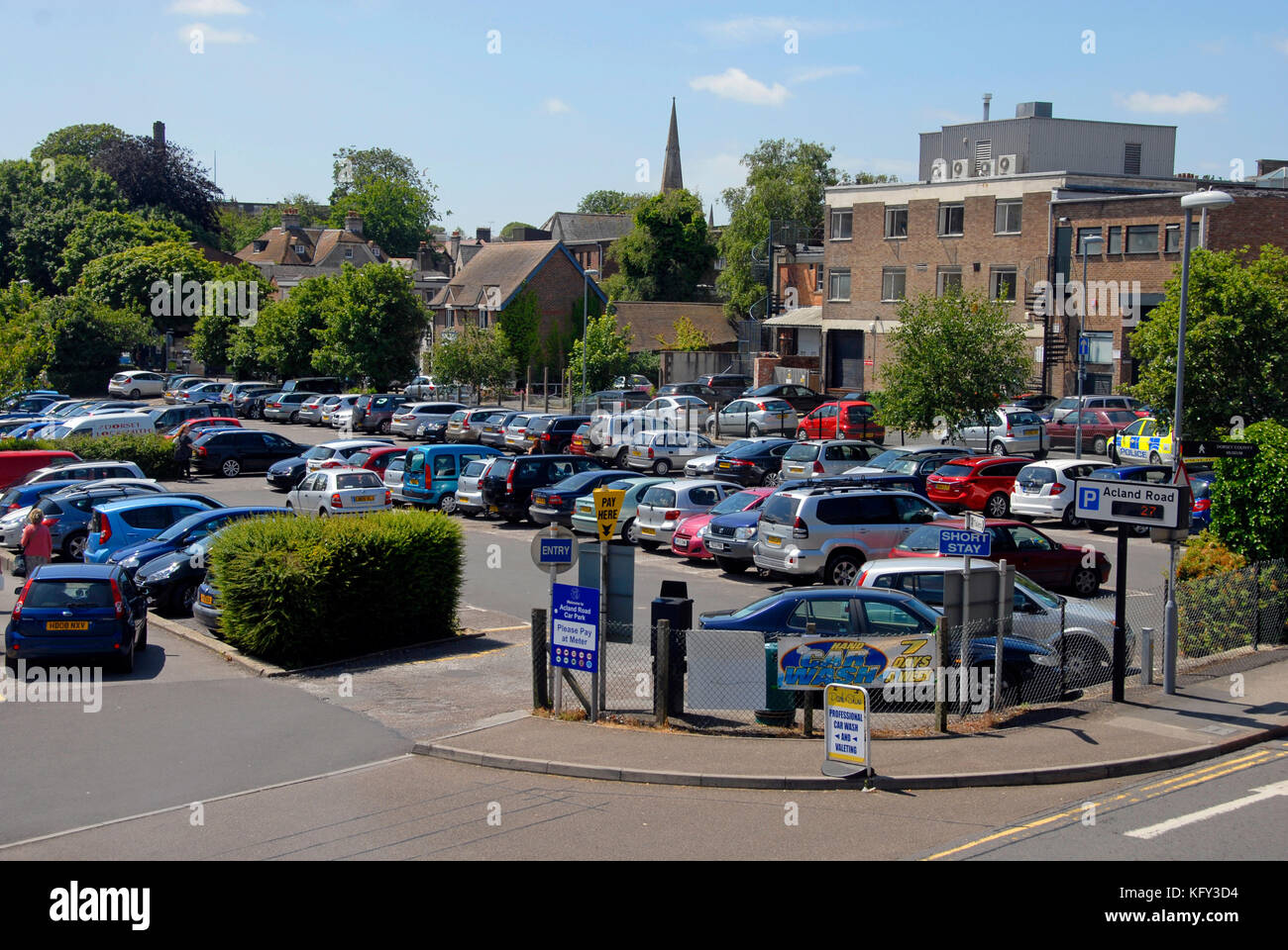 Small crowded short-term town-centre car park - Stock Image