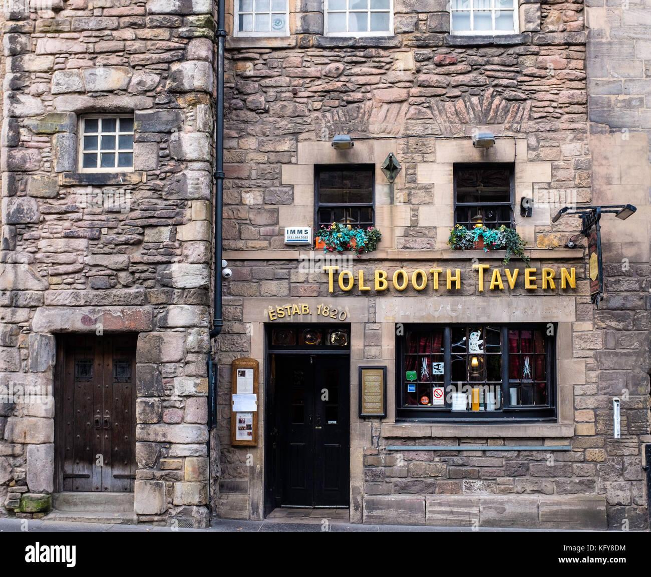Exterior of Tolbooth Tavern pub on the Royal Mile in Edinburgh, Scotland, United Kingdom. - Stock Image