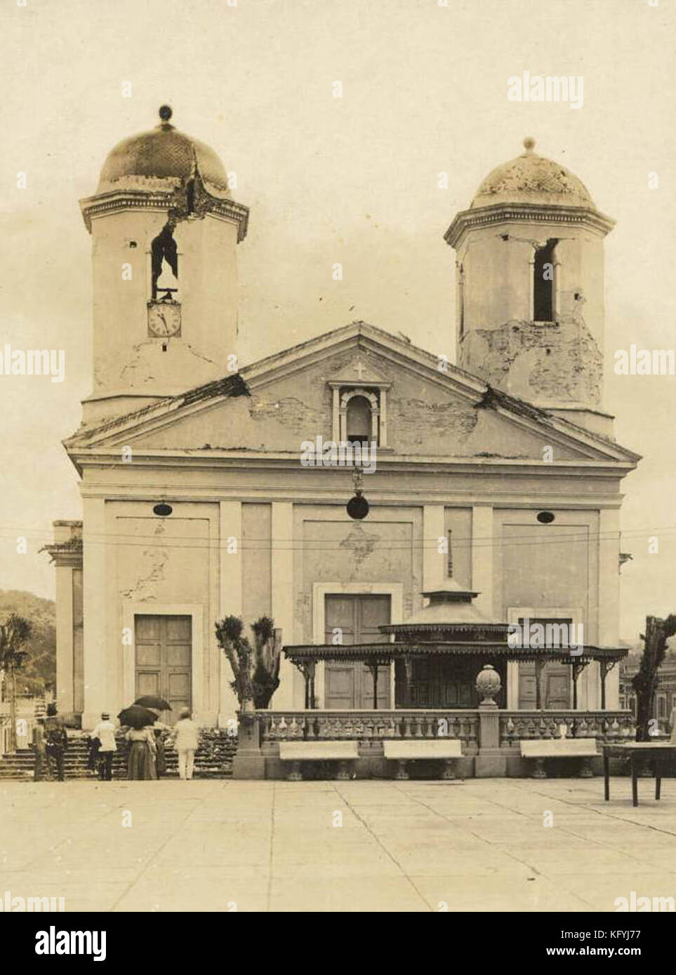Post Card of the damaged caused by the 1918 earthquake to the Nuestra Señora de la Candelaria church in Mayagüez, - Stock Image