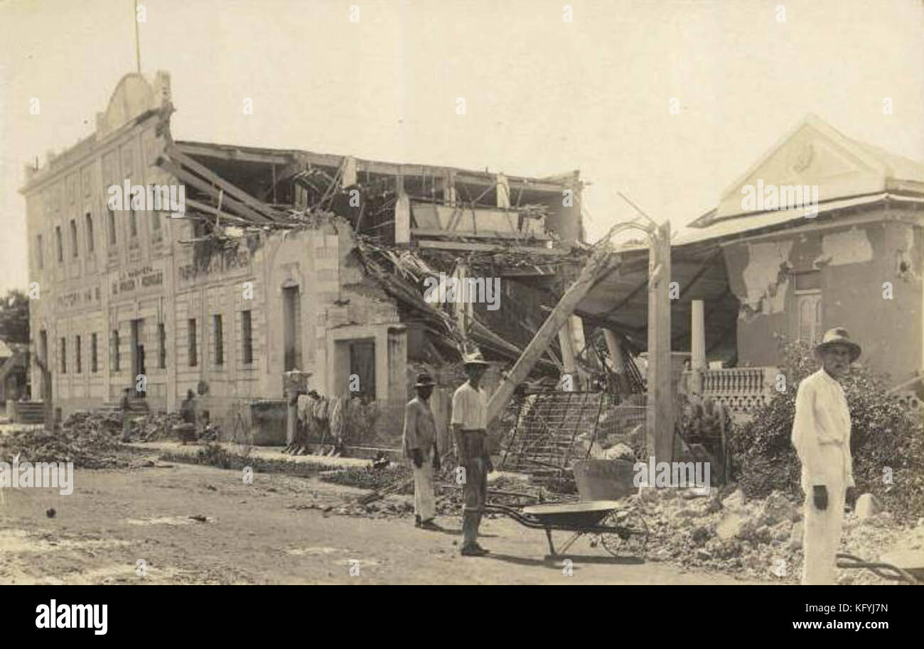 Post Card of the damaged caused by the 1918 earthquake to the 'La Habanera de Infanzón y Rodríguez' - Stock Image