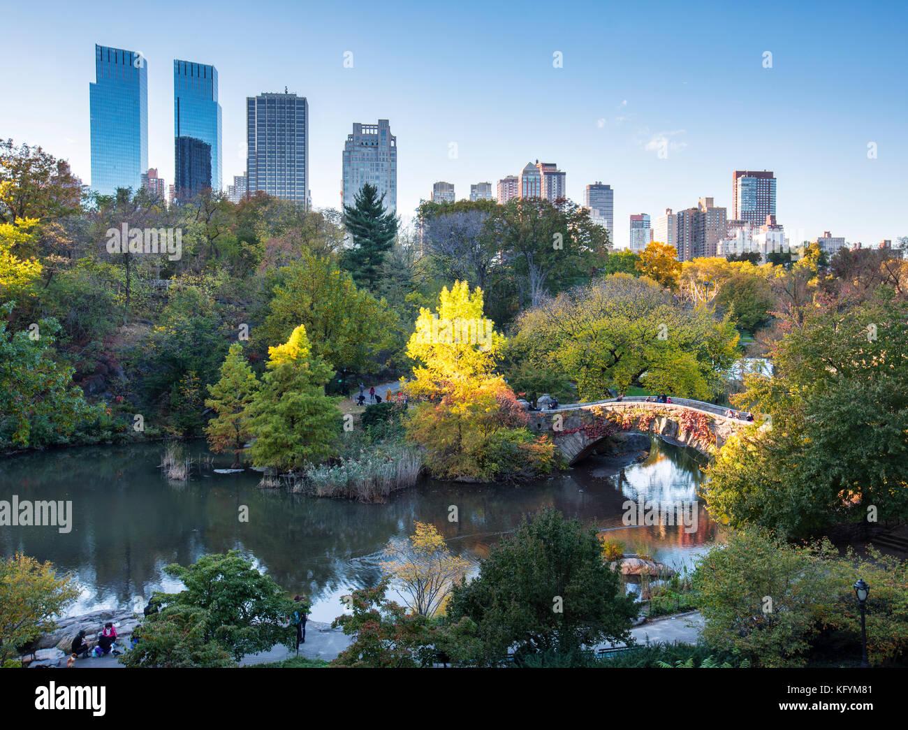 Autumn in Central Park, Gapstow Bridge, New York City - Stock Image