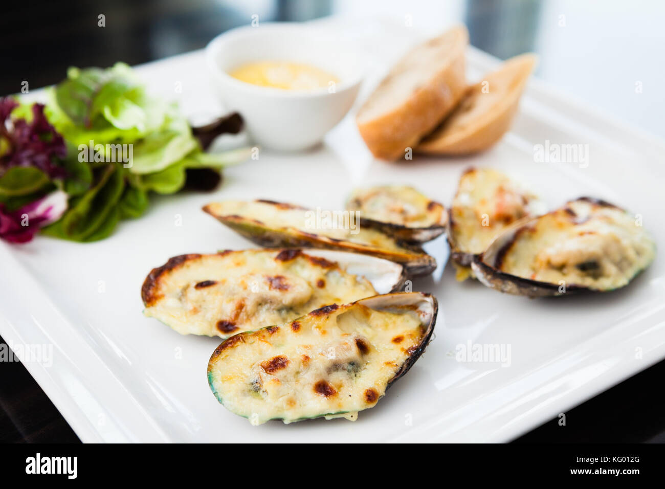 Baked mussels au gratin - Stock Image