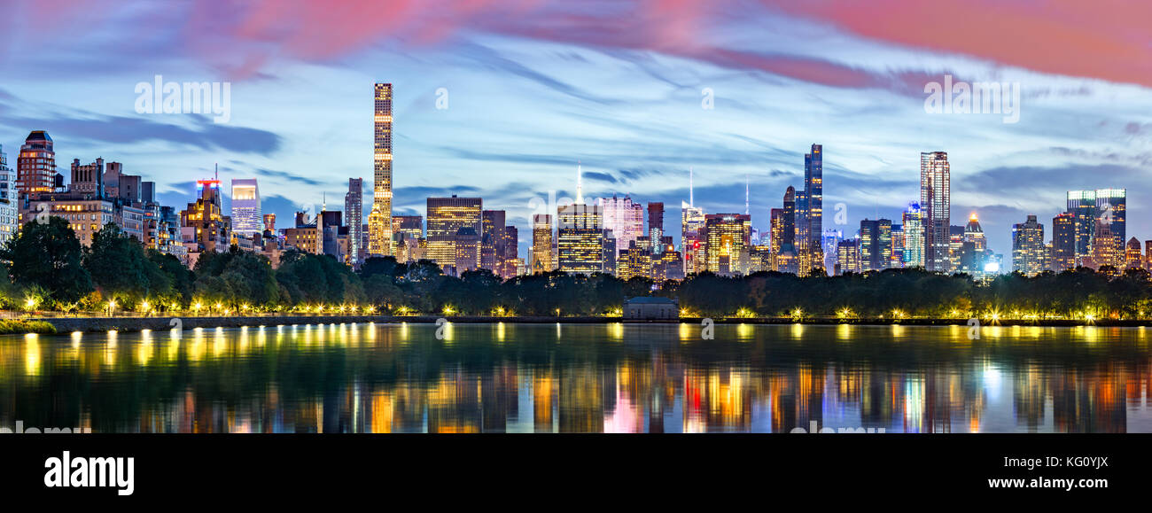 New York City panorama. Jacqueline Kennedy Onassis Reservoir reflects the midtown skyline in Central Park. - Stock Image