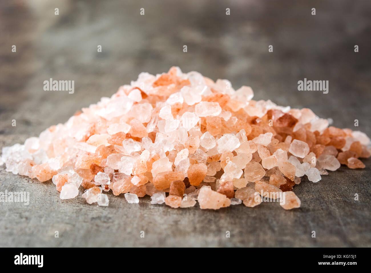 Himalayan salt on wooden table - Stock Image