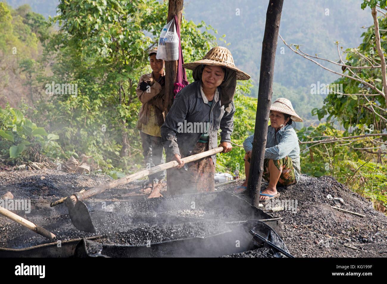 Burmese female road workers / roadmenders producing tar to repair a road in Myanmar / Burma - Stock Image