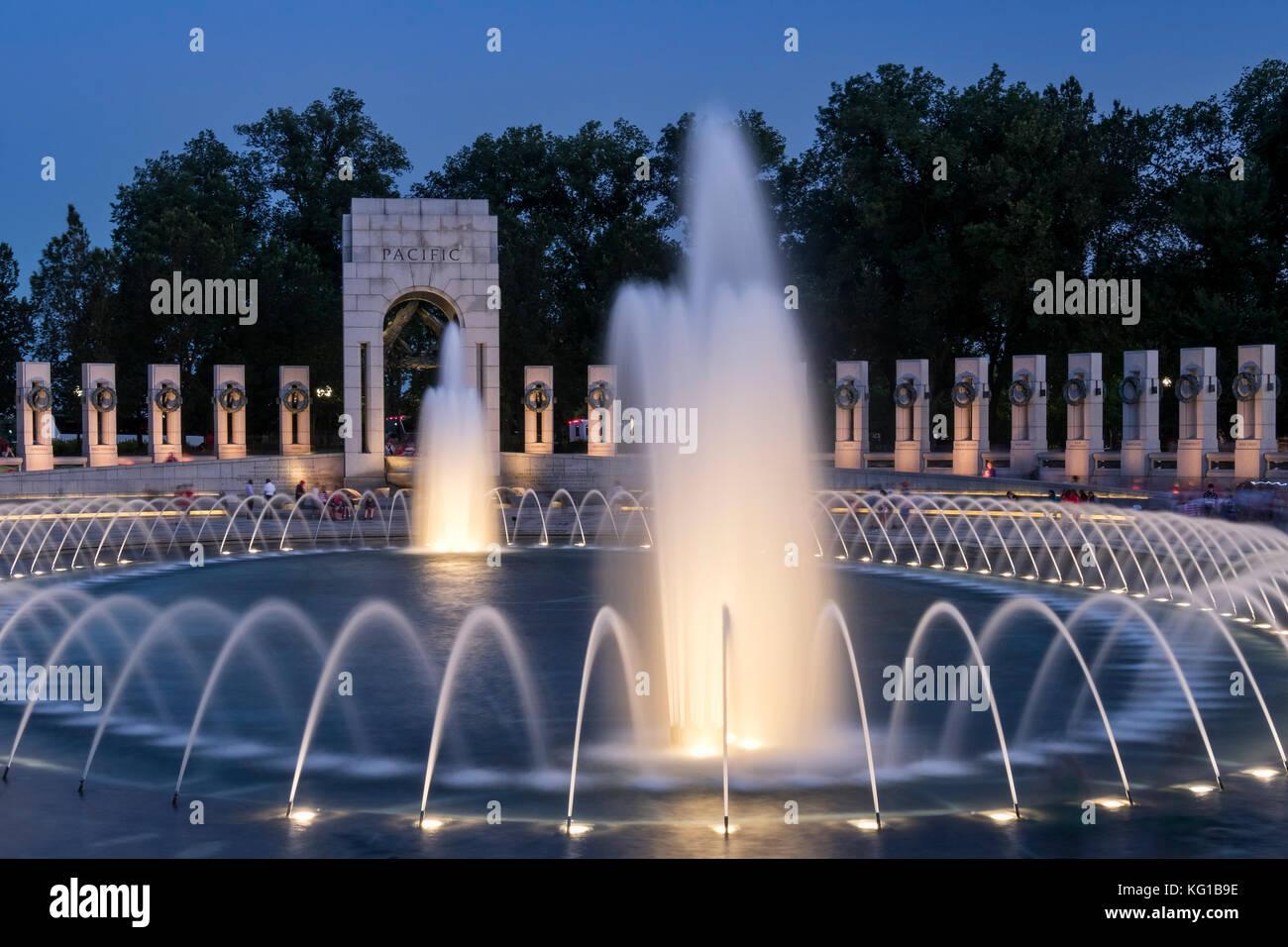 The World War 2 Memorial at night, National Mall, Washington DC, USA - Stock Image
