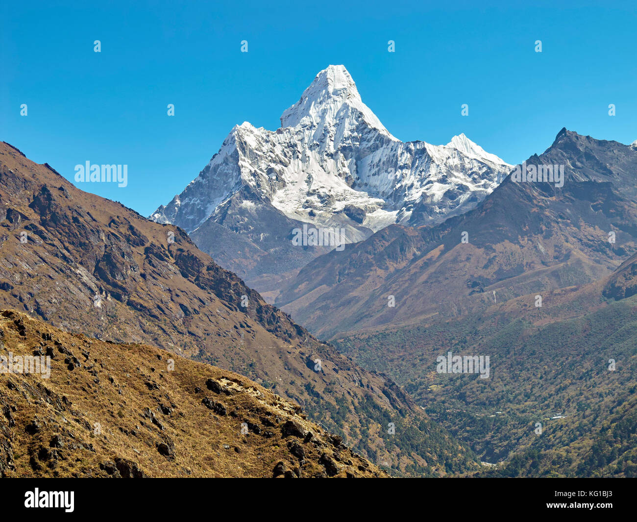 Ama Dablam Mountain. The main peak is 6812 meters, Everest Region of the Himalayas, Nepal. - Stock Image