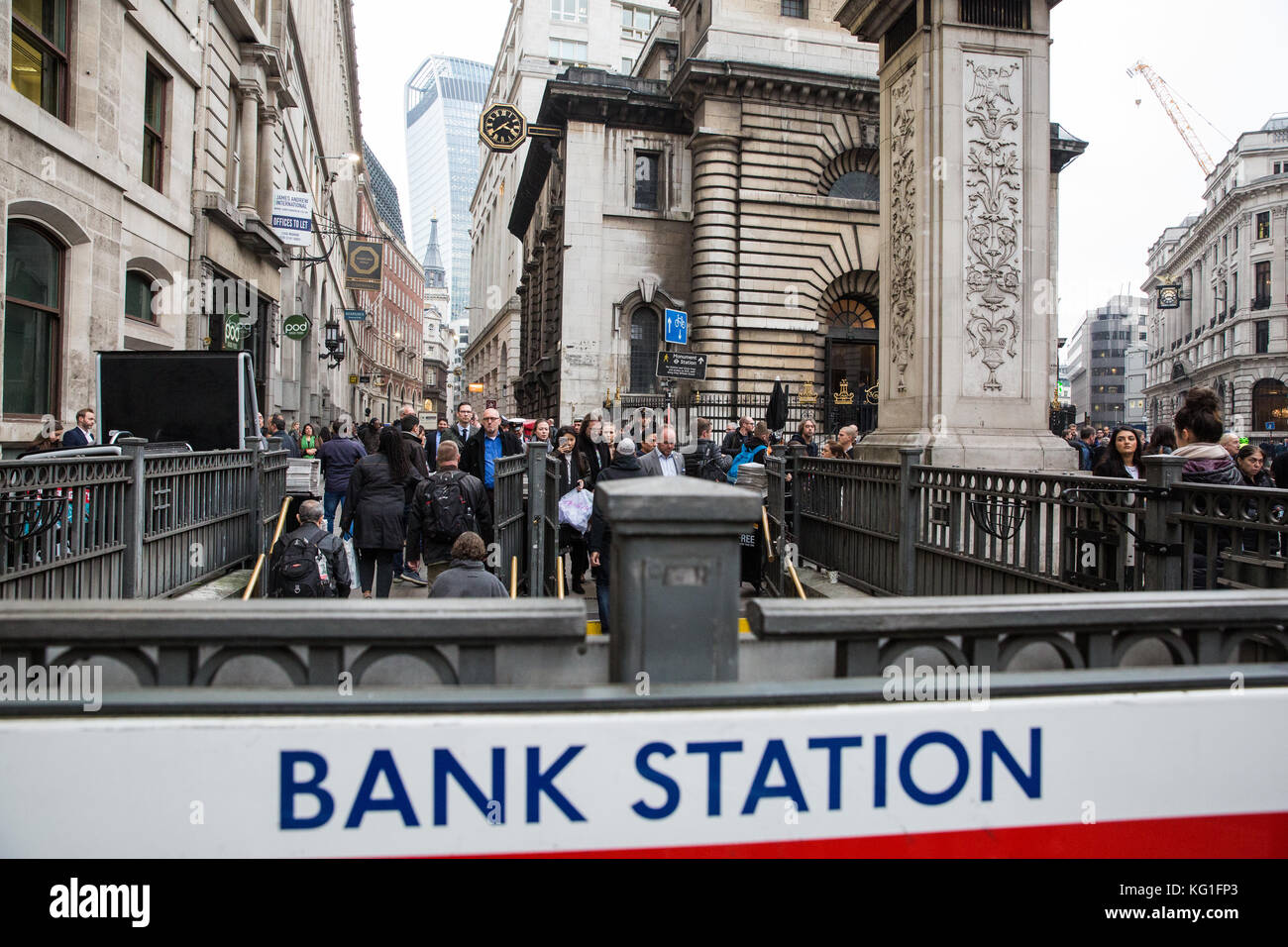 London, UK. 2nd November, 2017. The London Underground station at Bank in the City of London is evacuated due to Stock Photo