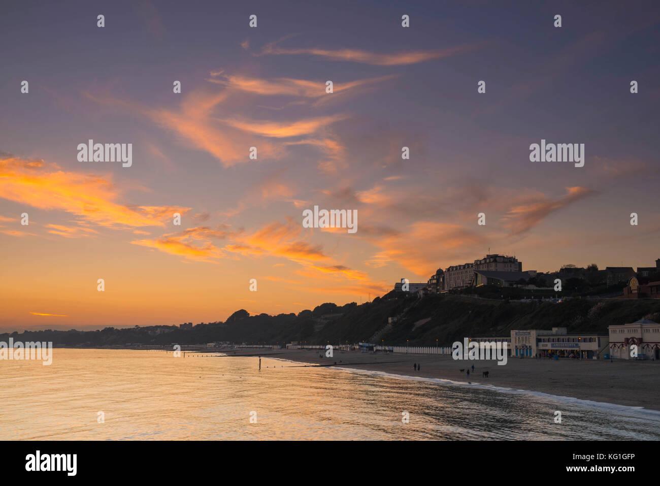 Bournemouth, Dorset, UK. 2nd November 2017.  UK Weather.   Spectacular sunset above Bournemouth beach in Dorset - Stock Image