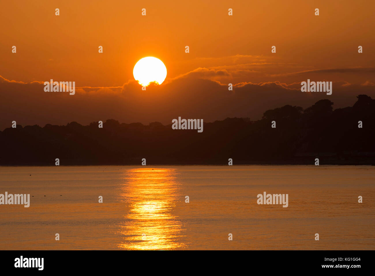 Bournemouth, Dorset, UK. 2nd November 2017.  UK Weather.   Spectacular sunset at Bournemouth in Dorset on a clear - Stock Image