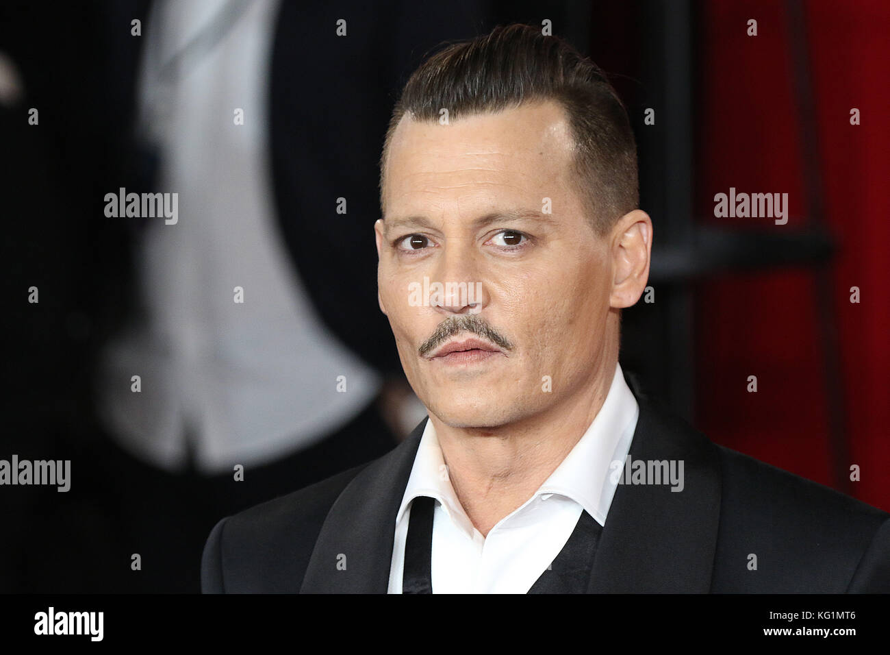 London, UK. 02nd Nov, 2017. Johnny Depp, Murder on the Orient Express - World Premiere, Royal Albert Hall, London - Stock Image