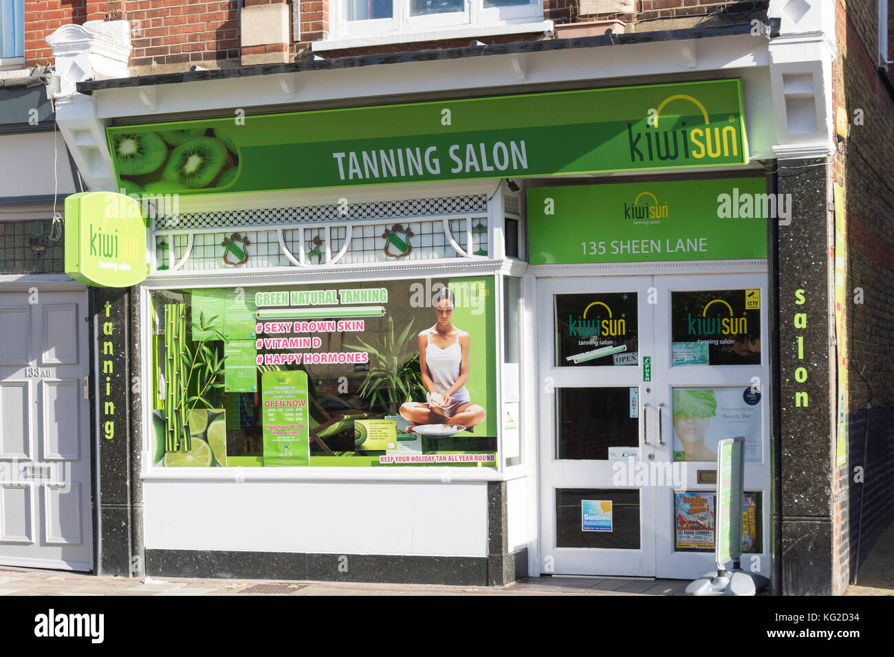 Kiwisun Tanning Salon, Sheen Lane, East Sheen, London Borough of Richmond upon Thames, Greater London, England, - Stock Image