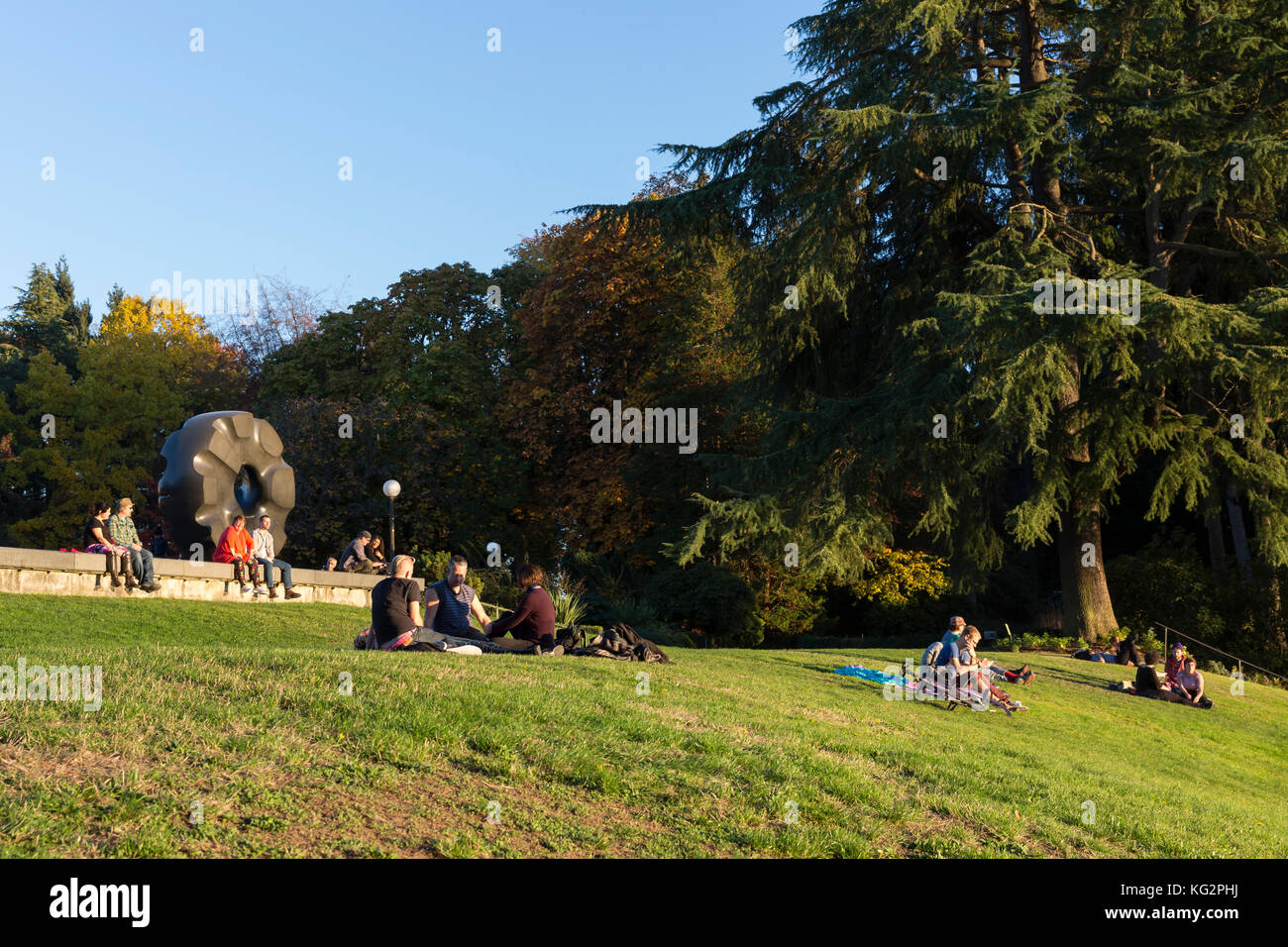 Seattle, Washington: Visitors lounge on the lawn of the Seattle Asian Art Museum at Volunteer Park during a warm - Stock Image
