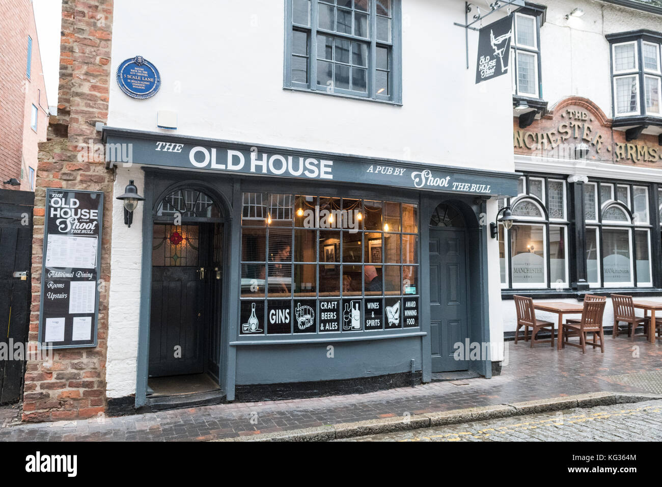 The Old House a pub and restaurant by Shoot The Bull, Hull, England, UK - Stock Image