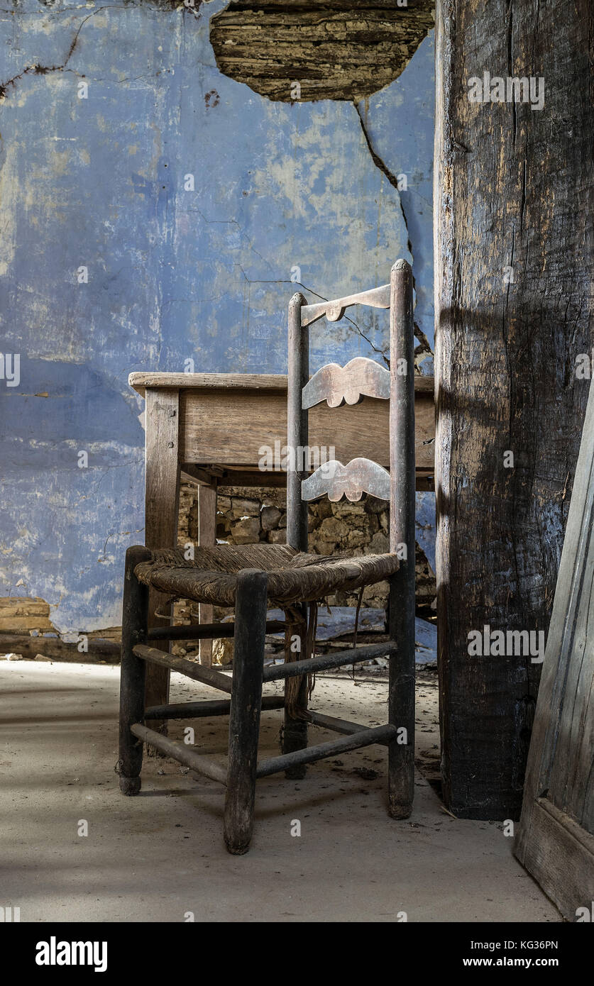 ANTIQUE CHAIR, LOCATED IN AN OLD DERELICT  BARN, NEAR BRANTOME, FRANCE - Stock Image