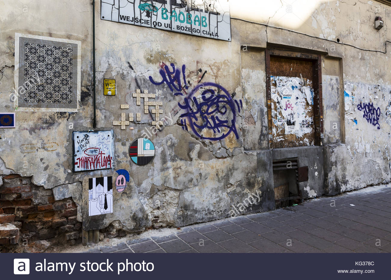Unattributed wall art on the decaying wall of a building in the artist area of Krakow - Stock Image