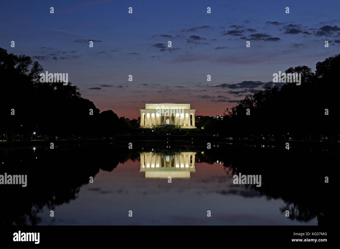 Sunset over the Reflecting Pool and the Lincoln Memorial, Washington DC, United States of America. - Stock Image