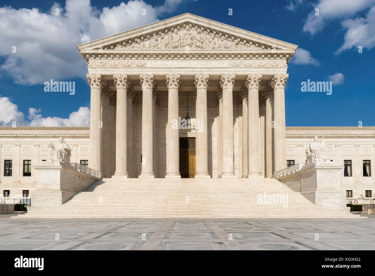 United States Supreme Court Building and fountain at sunny day in Washington DC, USA. - Stock Image