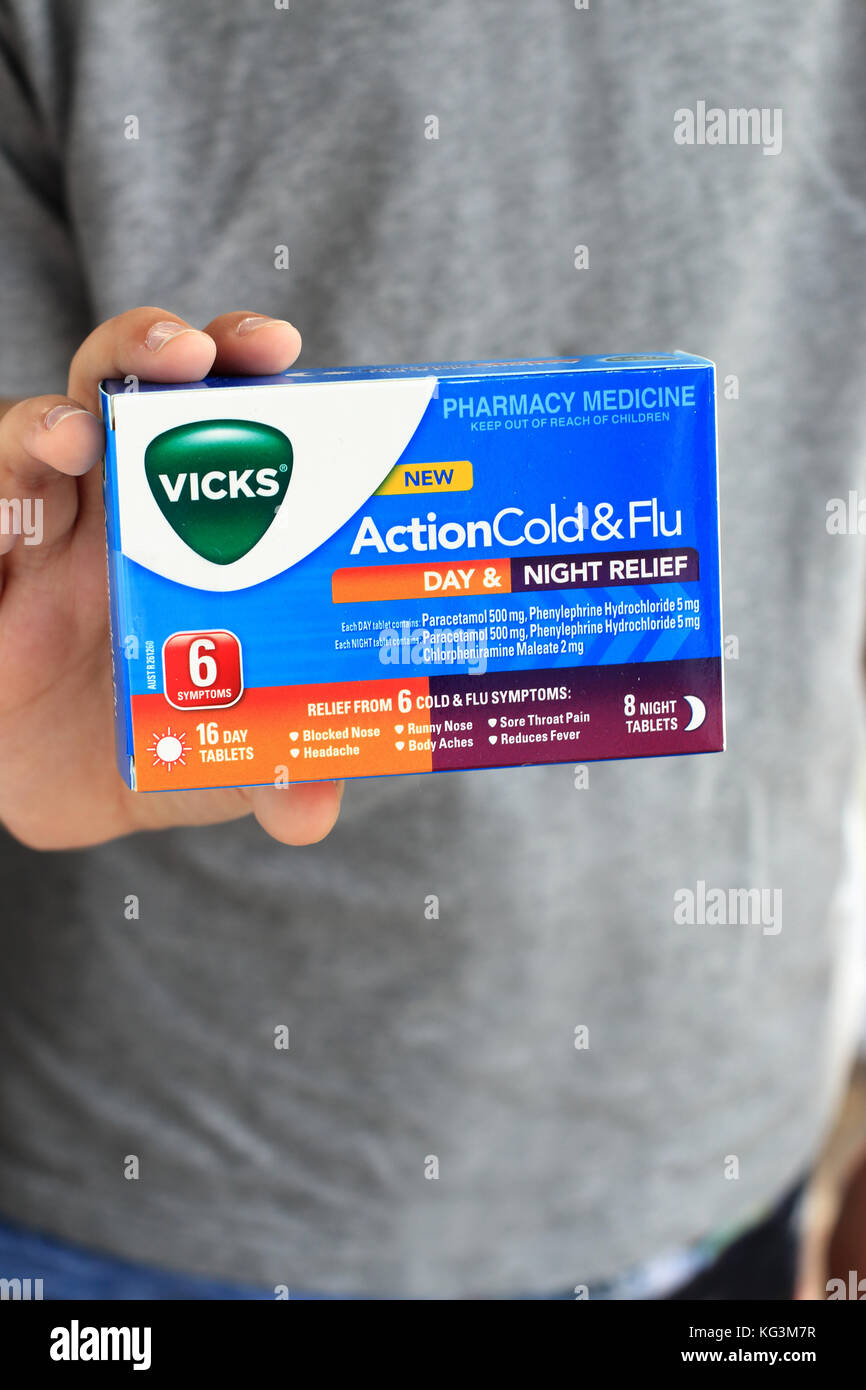 Vicks Action Cold and Flu Day and Night Relief tablets - Stock Image