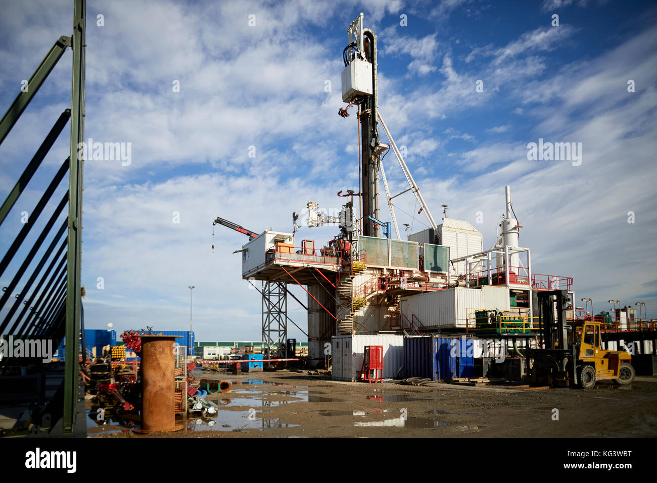 Fracking firm Cuadrilla drilling for shale gas in Lancashire, pictured The drilling well and the sound barrier - Stock Image