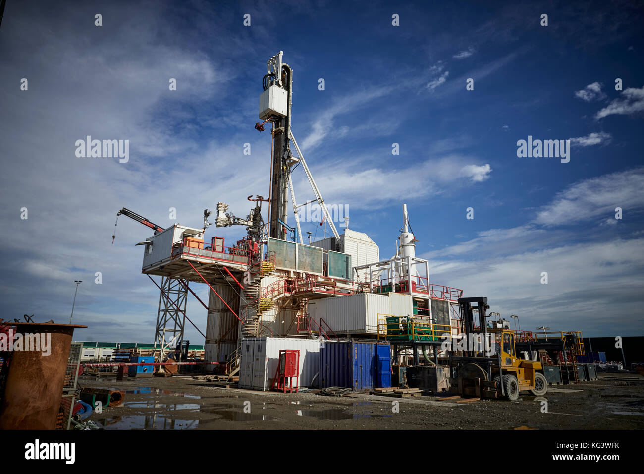 Fracking firm Cuadrilla drilling for shale gas in Lancashire, pictured the drilling rig - Stock Image