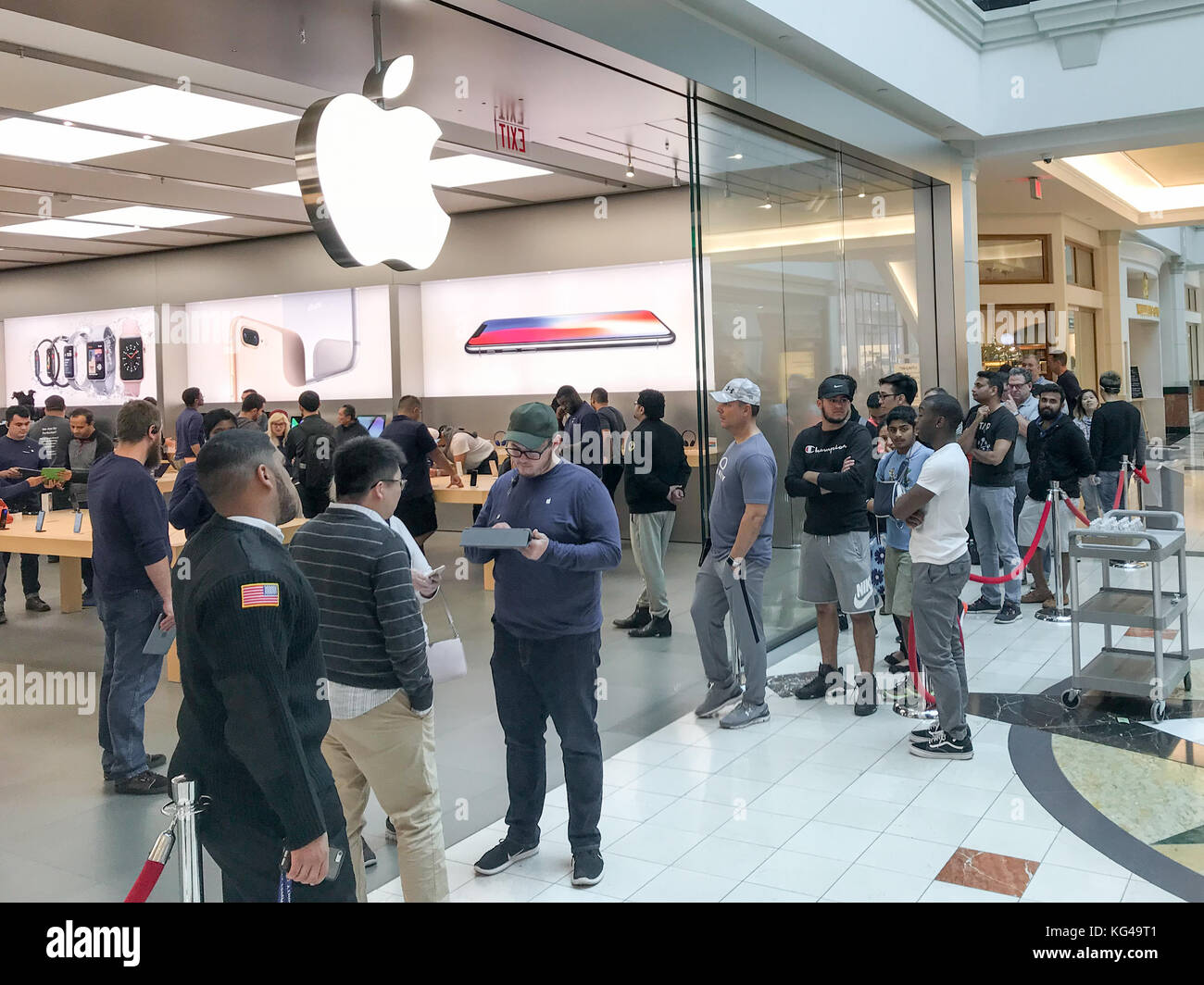 Pennsylvania, USA. 3rd Nov, 2017. Apple customers wait in line to pick up their pre-ordered Apple iPhone X / iPhoneX - Stock Image
