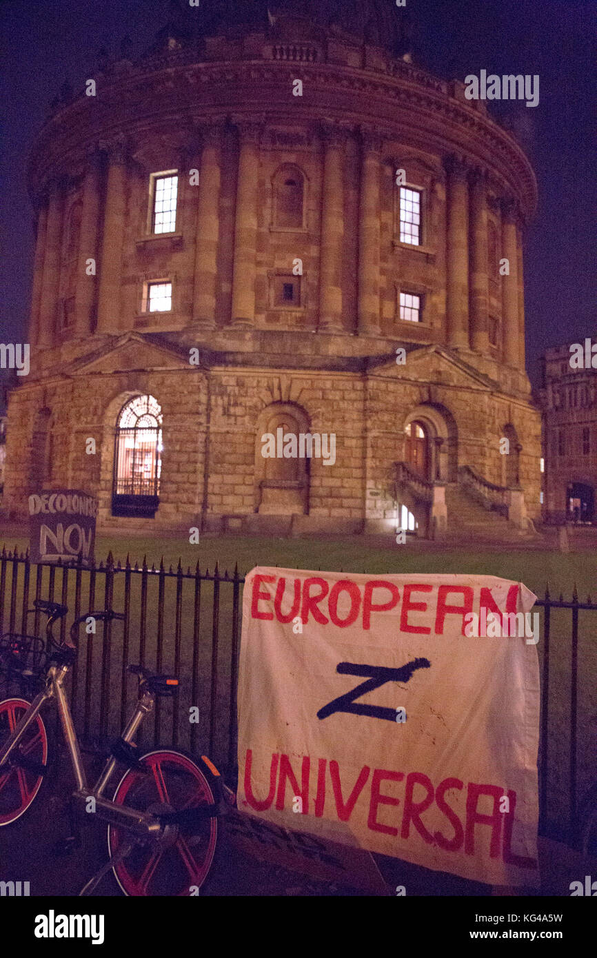 Oxford, UK. 3rd Nov, 2017. Hundreds of Oxford University students turn up in Radcliffe Camera to protest Oxford's - Stock Image
