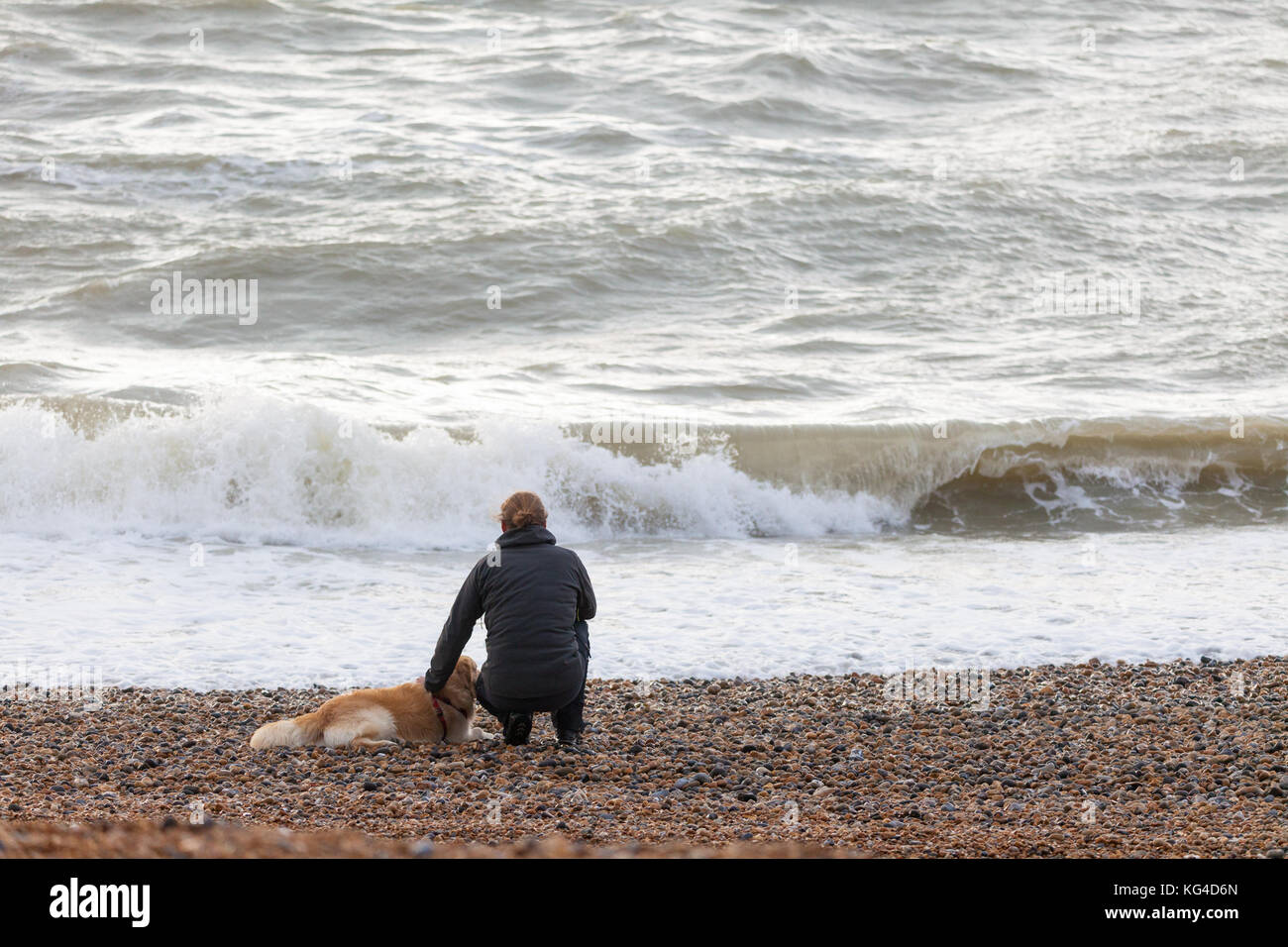 Hastings, East Sussex, UK. 4th November, 2017. Rough conditions out at sea in Hastings today with temperatures of - Stock Image
