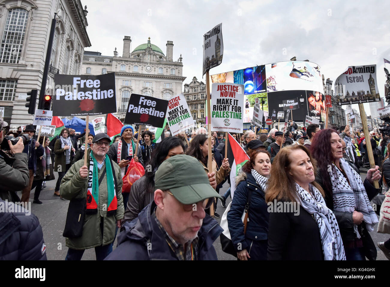 "London, UK. 4th November 2017.  Demonstrators take part in ""Justice Now: Make It Right For Palestine"", a march and Stock Photo"