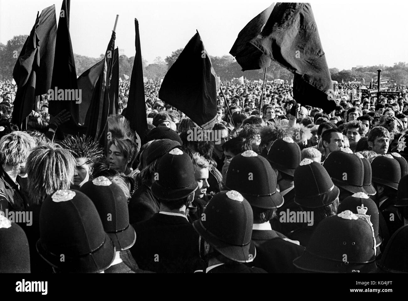 Anarchists at CND Campaign for Nuclear Disarmament marching against Cruise & Trident  missiles through cenral - Stock Image