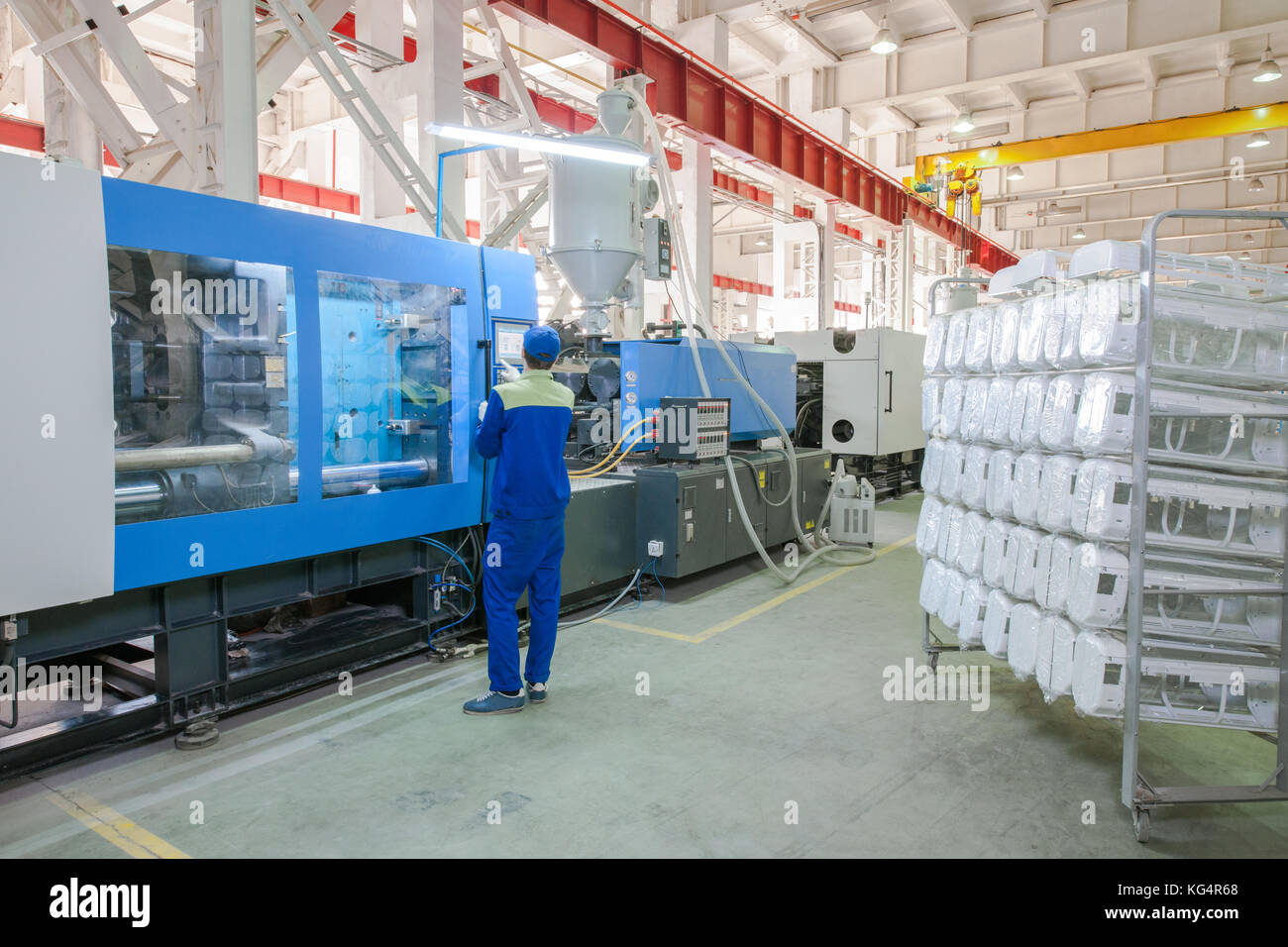 Industrial injection molding press machine for the manufacture of conditioner parts using polymers in the management - Stock Image