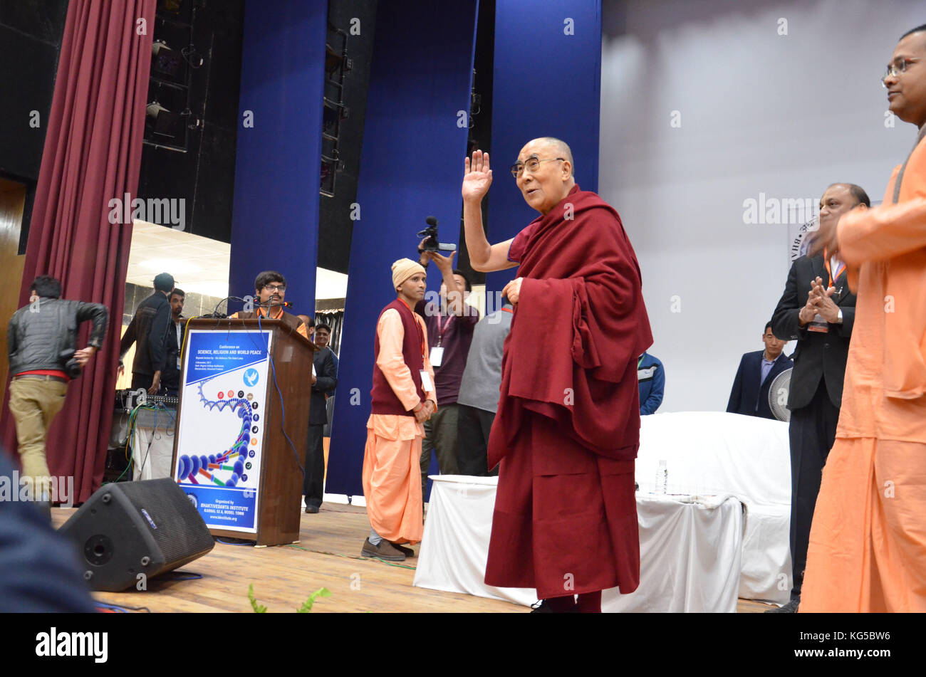 India. 03rd Nov, 2017. Tibetan Spiritual leader the Dalai Lama gesture the audience during the Conference on Science, - Stock Image